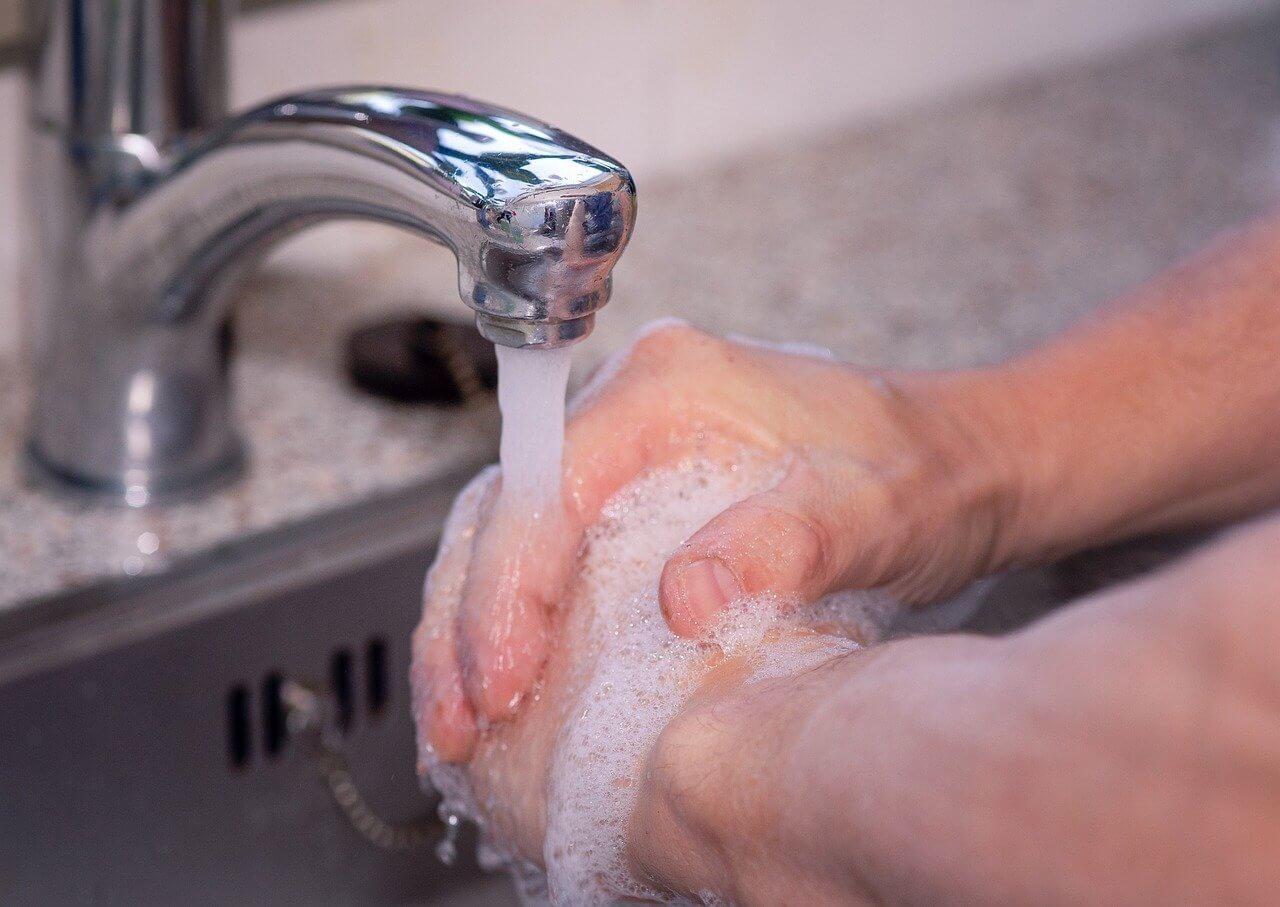 Sabun Cuci Tangan VS Hand Sanitizer
