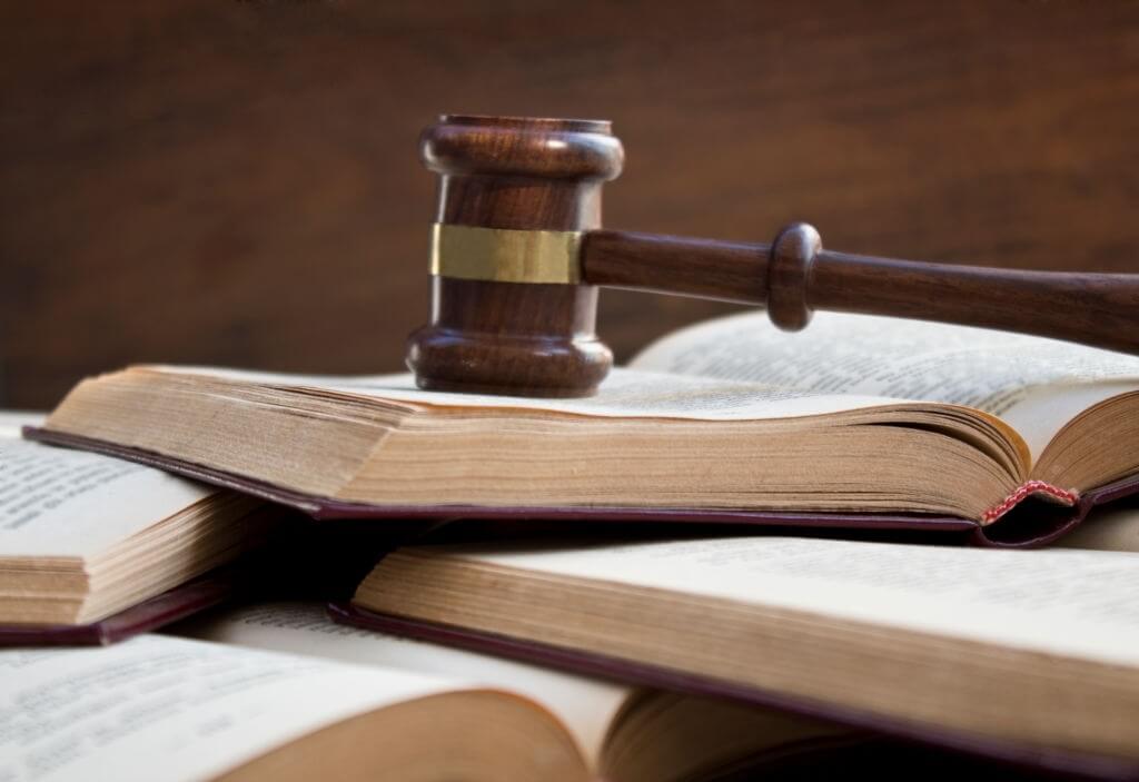 Mengapa keputusan hukum yang dibuat tidak jarang menuai protes